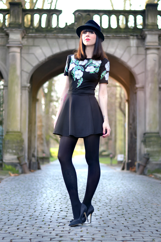 Lashes of London sequin party dress black outfit CATS & DOGS fashion blog Berlin 7