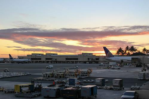 ホノルル国際空港で見た夕焼け
