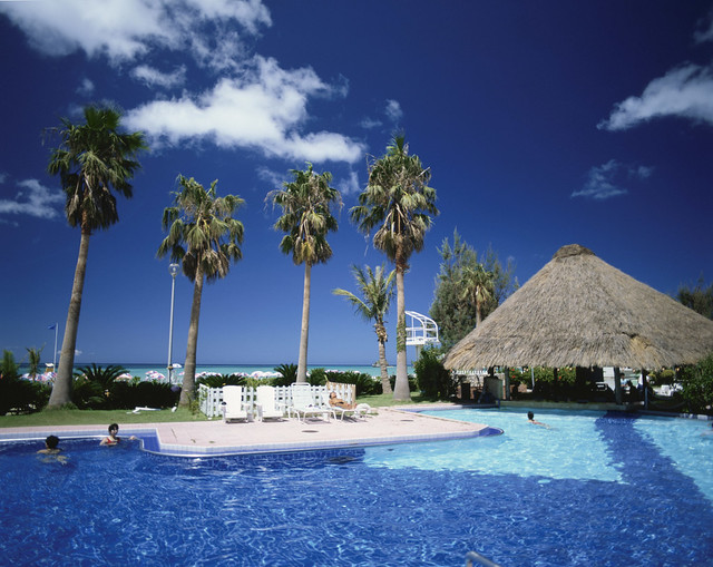 17.Hotels_Blue ocean would be seen from the resort hotels