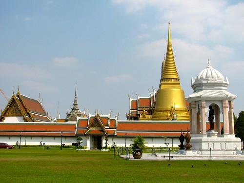 Wat Phra Kaew visto desde la entrada del Gran Palacio