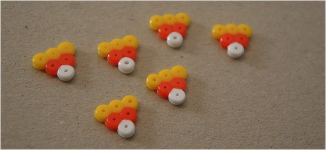 diy candy corn bunting necklace 1