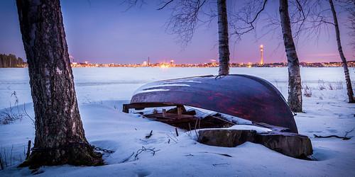 city longexposure winter sunset lake snow ice skyline night landscape koivu evening boat scenery birch bluehour february lumi talvi tampere maisema näsinneula ilta yö vene järvi jää auringonlasku soutuvene kaupunki näsijärvi jäätynyt helmikuu pitkävalotus sininentunti