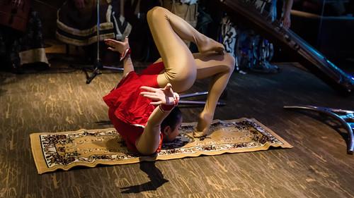 red music woman rot traditional mongolia d750 musik frau mn ulaanbaatar ulanbator traditionell mongolian 16x9 mongolei snakewoman mongolische mongolisch schlangenfrau улаанбаатар ᠤᠯᠠᠭᠠᠨᠪᠠᠭᠠᠲᠤᠷ уланбатор ethniczorigoo