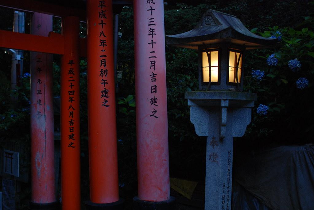 稲荷山の燈籠
