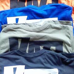 Tシャツ、ブルー・オレンジ・カーキ・ブラック