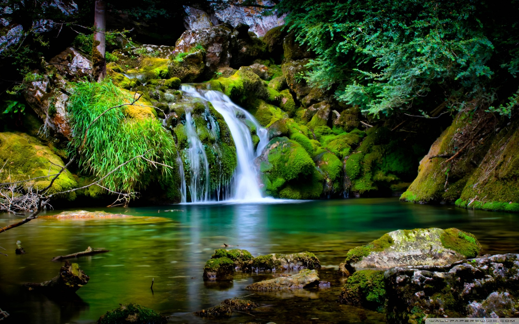 Waterfall-Scenery-Wallpaper-1680x1050