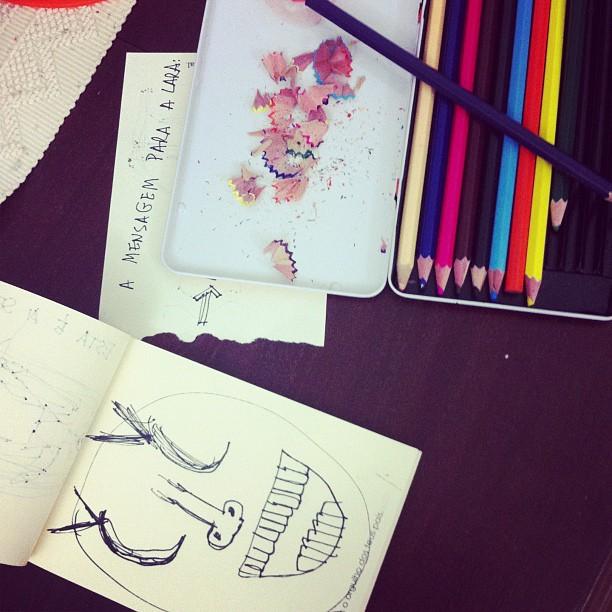 Uma tarde passada a desenhar com a Lara.