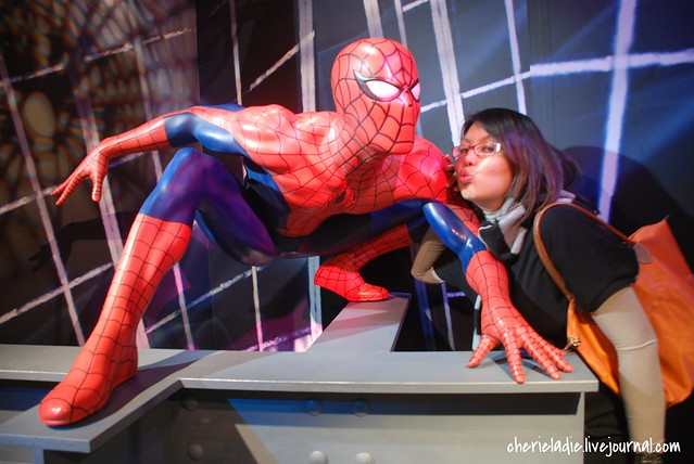Spiderman and Cindy attempts to kiss him