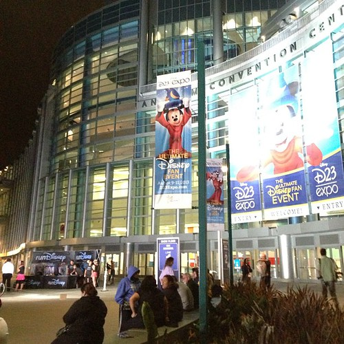 D23 expo開場にはrunDisneyが。あれ?ゴールここなの?てことはもしかして。