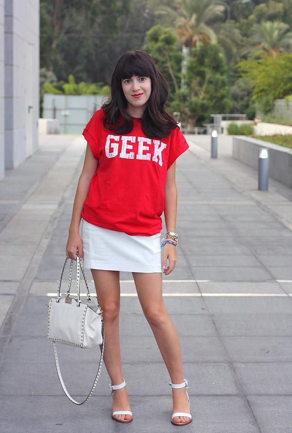valentino bag, geek shirt, white sandals, zara skirt, תיק ולנטינו, תיקי מעצבים, סנדלים זארה, בלוג אופנה