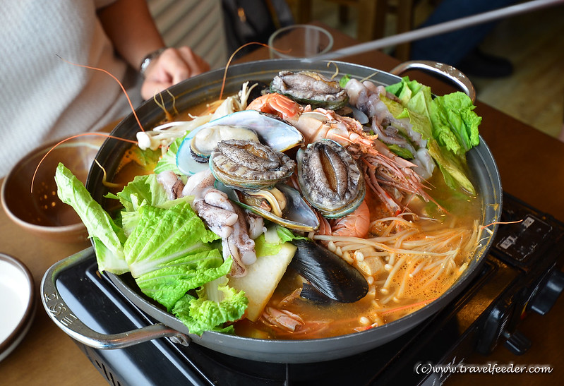 Live seafood steamboat