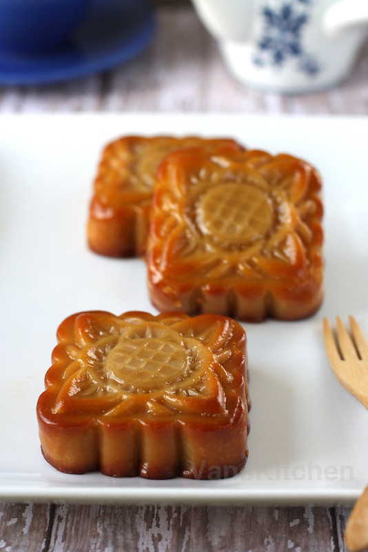 Traditional mooncake (Bánh trung thu)