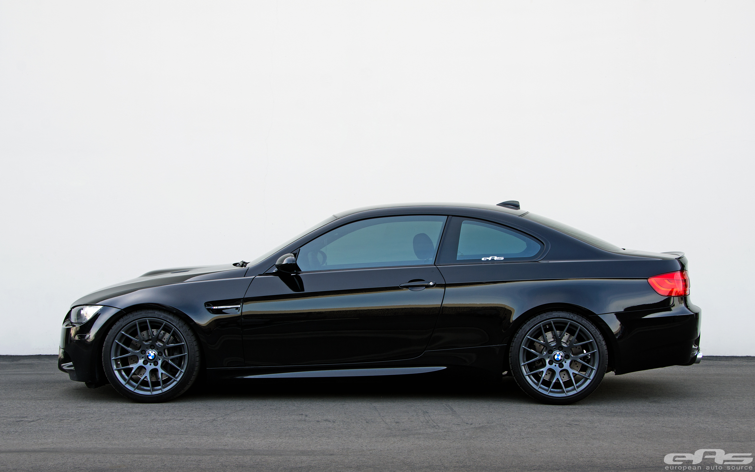 sleek dark jet black e92 m3 bmw performance parts. Black Bedroom Furniture Sets. Home Design Ideas
