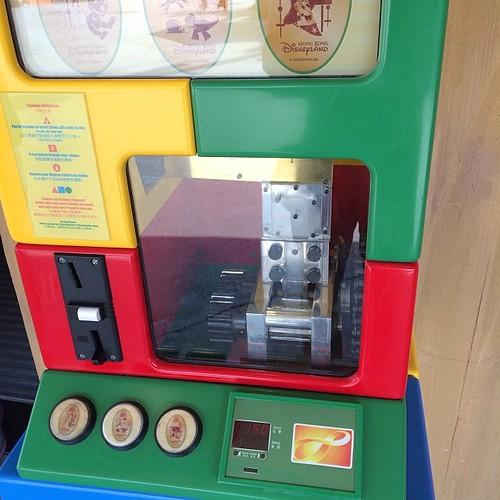 香港ディズニーランドのプレスマシン、いまオクトパスも使えるの!すげー!