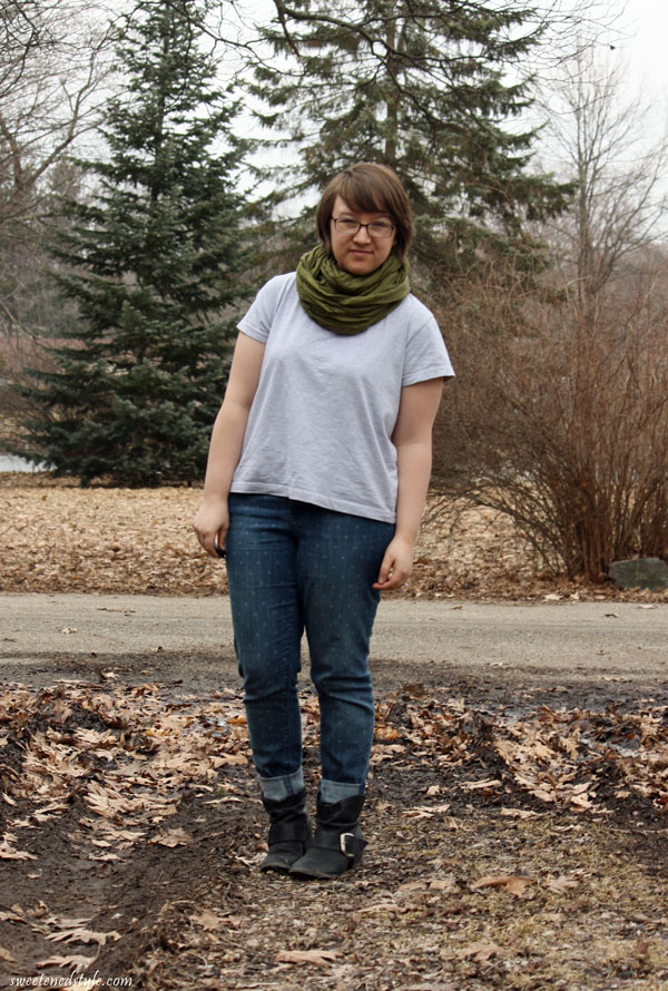 grey tee, olive circle scarf, polka dot skinnies, booties