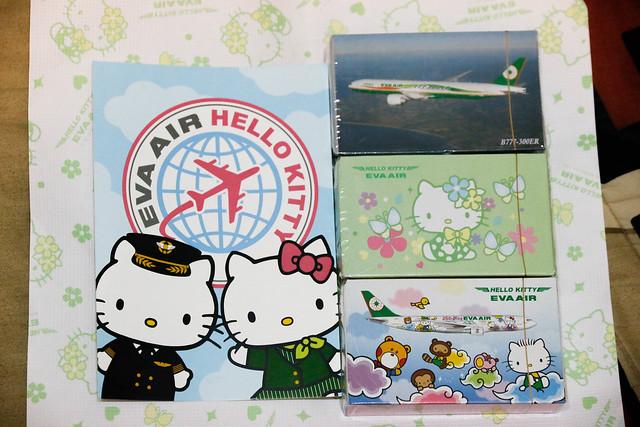 長榮航空 Hello Kitty 機上明信片及撲克牌