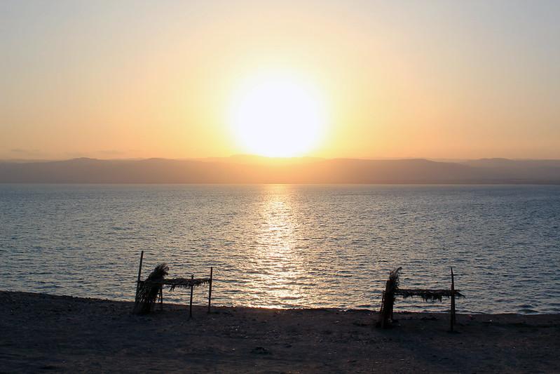 coucher de soleil sur la mer morte