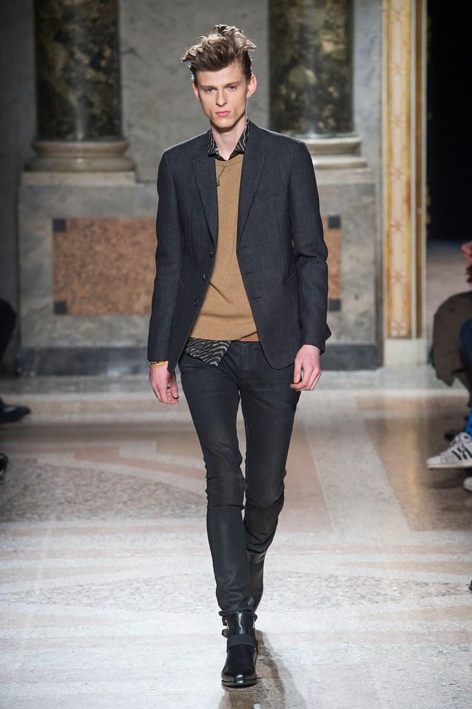 Elvis Jankus3235_8_FW15 Milan Roberto Cavalli(fashionising.com)