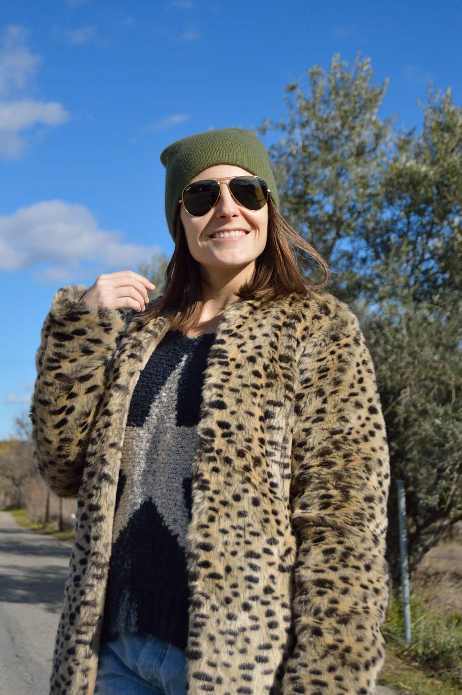 lara-vazquez-mad-lula-style-streetstyle-look-beanie-green-leopard