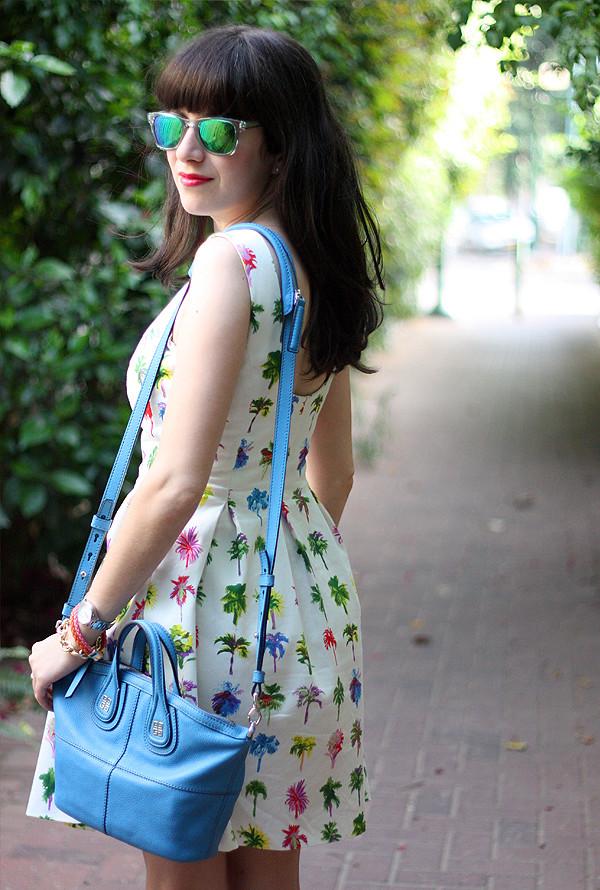mirrored sunglasses, carerra sunglasses, givenchy bag, zara dress, בלוג אופנה, משקפי שמש, תיק ג'יבנשי, תיקי מעצבים, שמלה זארה