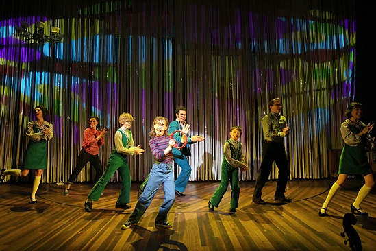 the cast dancing, doing jazz hands