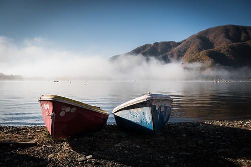 morning lake japan sunrise boat yamanashi shojiko shojilake