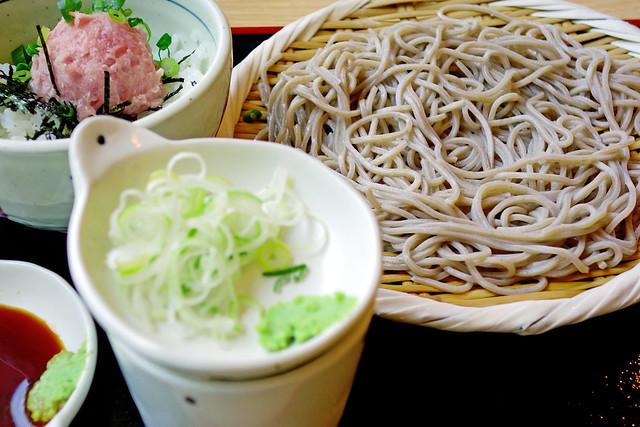 Tuna Bowl and Cold Soba / マグロ丼と盛りそば