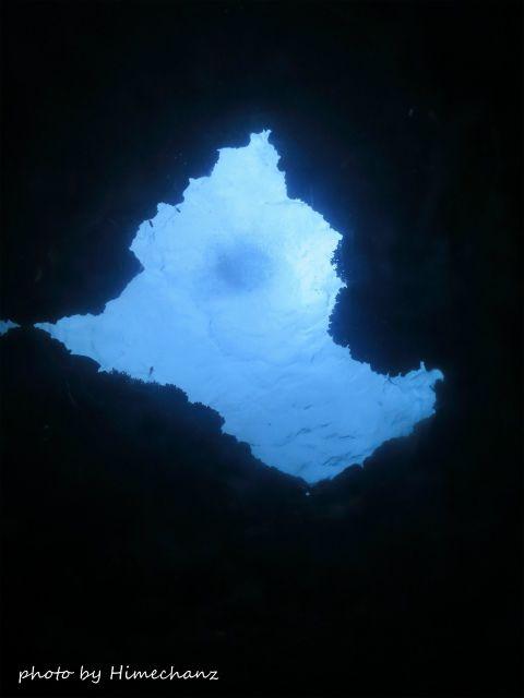 自称マンタが泳いでるように見える穴w