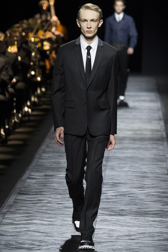 FW15 Paris Dior Homme013_Carol Sapinski(VOGUE)