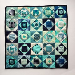 I had a blast with mini Economy blocks this weekend. A possible option for #cottonandsteelminiquiltswap #cottonandsteel #MochiJaclyn