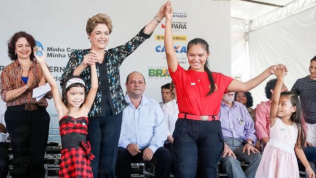 Dilma veta deputado Chapadinha, pró-impeachment, em inauguração de residencial em Santarém