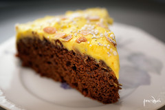 Beetroat cake with saffron creme