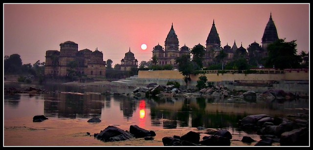 INDIEN, Chattris in Orchha am Abend,  Serie , 14019/6857