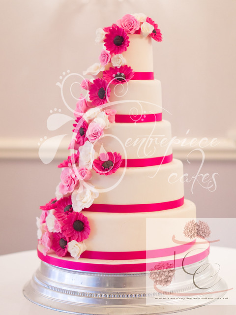 hot wedding cakes centrepiece cakes pink roses and gerbera cascade 15343