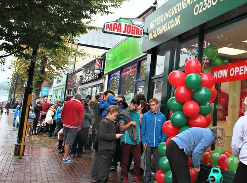 Eastleigh folk queue for pizza