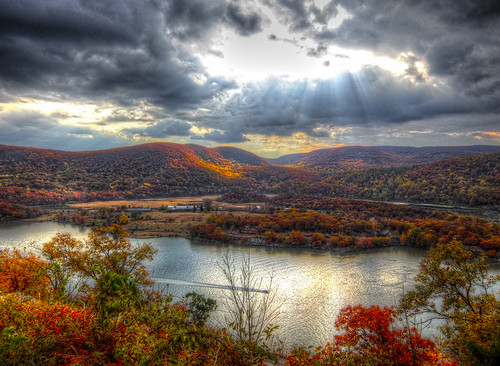 light ny newyork clouds bearmountain foliage hudsonriver