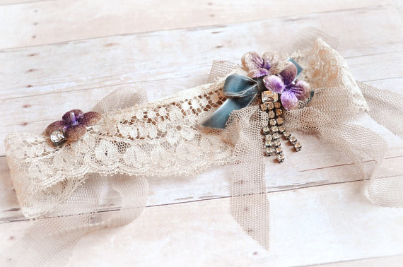 Bridal garter, cream wedding garter, vintage lace garter, floral wedding accessory, bridal wear (4)