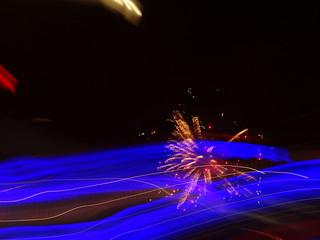 Vom Feuerwerk wie ein Donner und mit einem Rauschen flog ein gigantischer Körper über die Armee hinweg, strahlend in der Ferne wachend  die fernen Berge tosen 1122