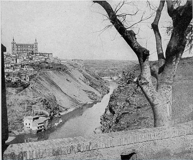 Almez de la ermita del Valle en los años 20 © Archivo Municipal de Toledo