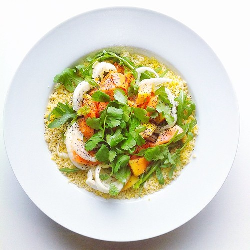 Exotic fruit week, papaya recipient (vegan): papaya, fennel, coriander, poppi seeds, rocket (arugula), couscous, lemon juice and olive oil.  #salad  #vegetarian   #happydesksalad #desklunch #desk   #veg   #cleaneat #eatclean #nutrition #nutritionist #nots