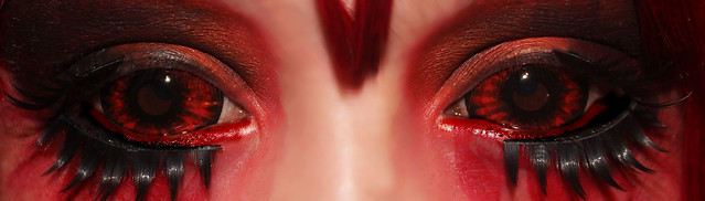 review-Phantasee-Red-Black-Sclera-lens-Sunpyre10