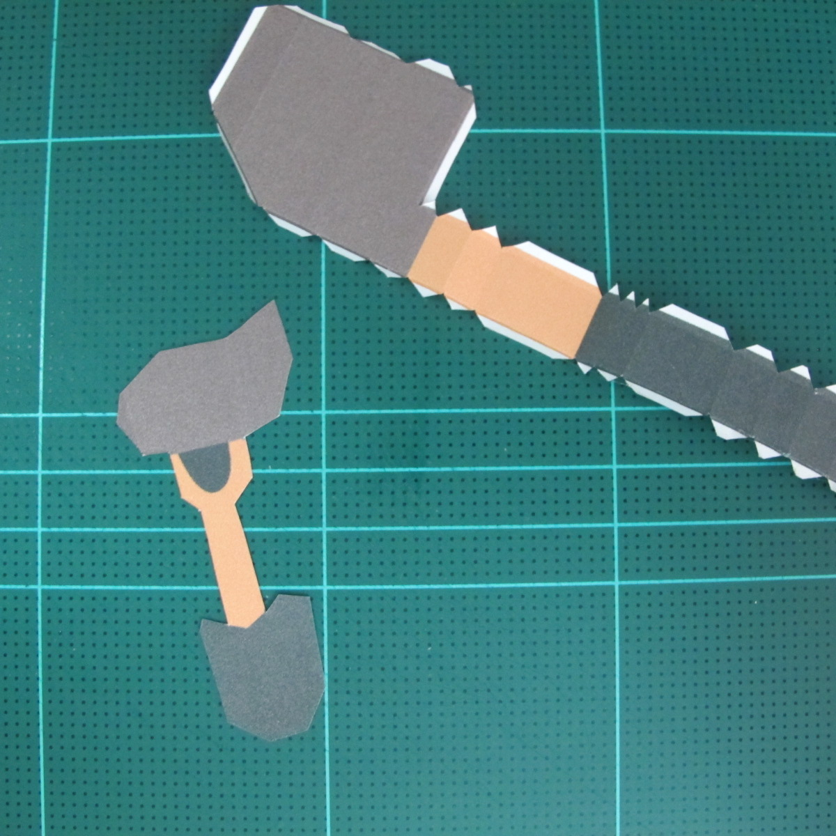 วิธีทำโมเดลกระดาษ ตุ้กตาไลน์ หมีบราวน์ ถือพลั่ว (Line Brown Bear With Shovel Papercraft Model -「シャベル」と「ブラウン」) 011