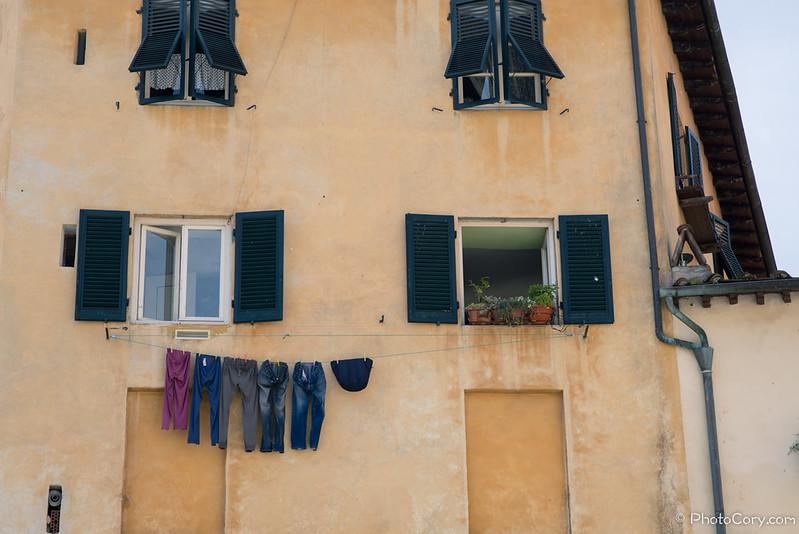 laundry window Italy Lucca