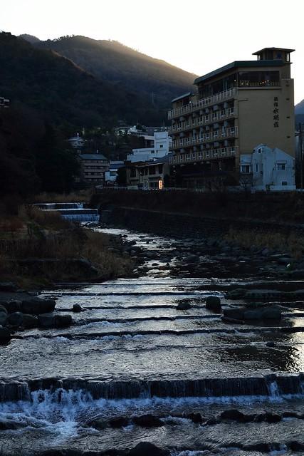 早川の橋から見る箱根湯本の温泉街