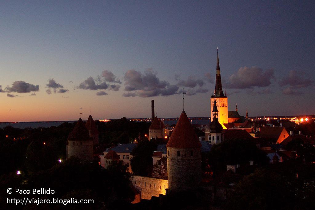 Anochecer en Tallinn. © Paco Bellido, 2005