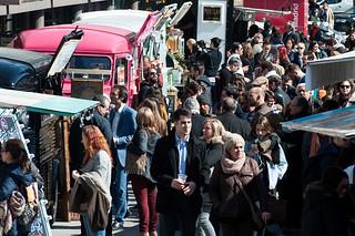 """La tendencia a comer en """"food trucks"""" va en aumento en España."""