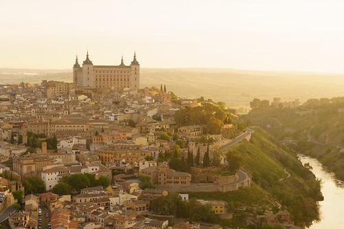 morning españa sunrise spain spanish toledo alcazar hillside castillalamancha goldenglow alcázardetoledo toledospain centralspain