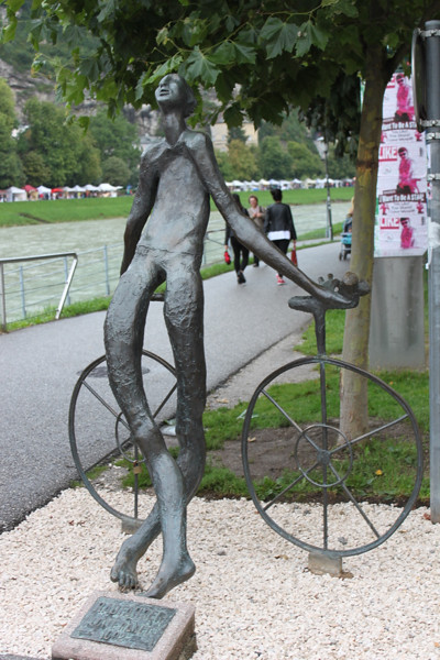 20140830_1389-man-bicycle-sculpture_resize