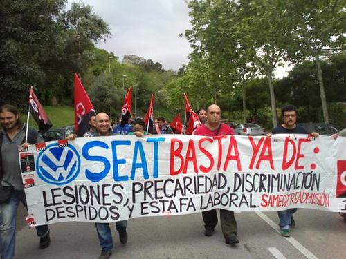 #salonautoexplotacion concentració CGT Metall de Catalunya davant Rajoy i Mas a visita al saló del ´automòbil a BCN #plasmaescratxe #SEAT @seatjobs @cgtseat