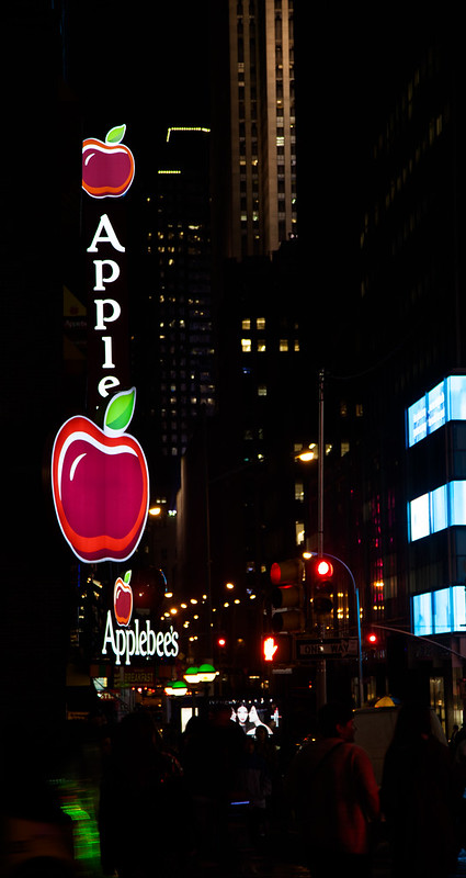 Big Apple [EOS 5DMK2 | EF 24-105L@105mm | 1/25s | f/4.0 | ISO400]
